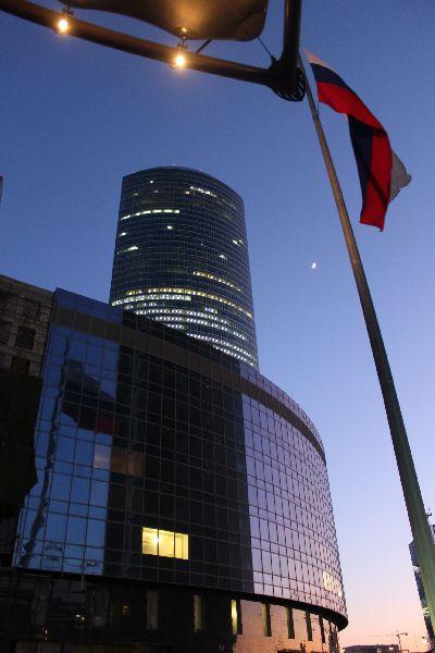 башня, луна и флаг